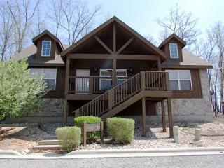 Tomahawk Cabin - Rustic 2 Bedroom, 2 Bath Lodge at lovely Stonebridge Resort! - Branson West vacation rentals