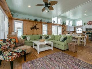 4BR Beach House w/ Roof Deck Ocean View-