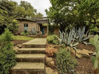 3BR Hidden Gem, Block from S. Congress, Austin, Sleeps 6 - Austin vacation rentals