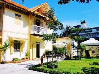 ♣Peaceful oasis in the city center of Bangkok♣ - Bangkok vacation rentals