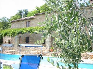 Perfect 3 bedroom Farmhouse Barn in Penna San Giovanni - Penna San Giovanni vacation rentals