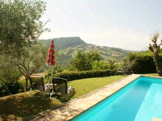 Perfect 3 bedroom Penna San Giovanni Farmhouse Barn with Outdoor Dining Area - Penna San Giovanni vacation rentals