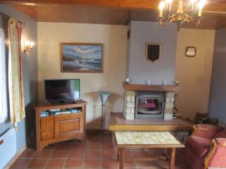 Nice Gite with Internet Access and Satellite Or Cable TV - Saulchoy vacation rentals