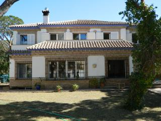 Lovely 6 bedroom Chiclana de la Frontera Villa with Cleaning Service - Chiclana de la Frontera vacation rentals