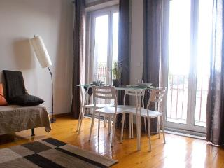 Charming/Sunning Apt in Oporto - Porto vacation rentals