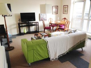 2 bedroom Condo with Internet Access in Kingston-upon-Hull - Kingston-upon-Hull vacation rentals