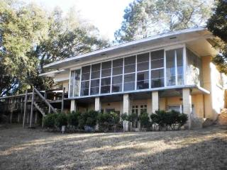 2 bedroom Cottage with Internet Access in Tallahassee - Tallahassee vacation rentals
