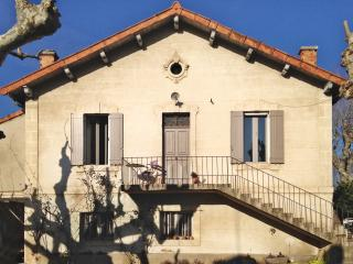 """""""Maison Jeanette"""" – bright and stylish house by the Luberon with 2 bedrooms, garden and pool - Lourmarin vacation rentals"""