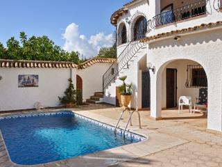 Gorgeous villa on the Costa Blanca with 3 bedrooms, garden, private pool and sea views - La Llobella vacation rentals