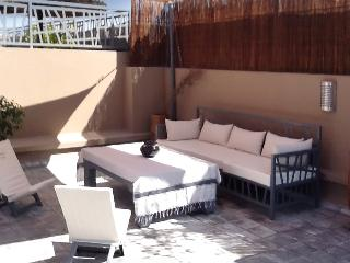 """Contemporary """"riad"""" in central Marrakesh w/ terrace, great for golfers and 500m from Saadian Tombs - Marrakech vacation rentals"""