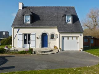 Enchanting villa in the Finistère with garden & WiFi, 20min from Quimper, 50 metres from Larvor beach - Loctudy vacation rentals