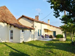 Dream holiday cottage in Dordogne, in a peaceful setting with countryside views, sleeps 6 - Bourgnac vacation rentals