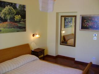 albergodiffusorococo - 2 persone + 1 culla - Martina Franca vacation rentals