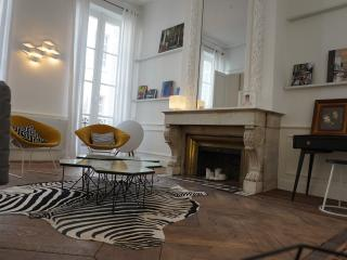 Beautiful Condo with Internet Access and Washing Machine - Bordeaux vacation rentals