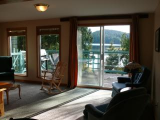2 bedroom House with Deck in Ucluelet - Ucluelet vacation rentals
