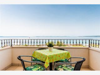 Beautiful 1 bedroom Condo in Lun with Internet Access - Lun vacation rentals