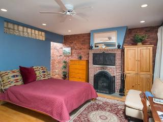 Charming Studio In Great  Boston Neighborhood - Boston vacation rentals