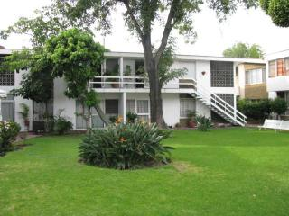 3 bedrooms, 2 bathrooms, full kitchen, etc - Zapopan vacation rentals