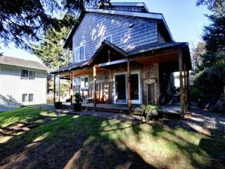 Robar`s is tucked away off the street, pet friendly and just a short 2 blocks to the beach 3 bedroom 2 bath sleeps 8 - 35585 - Cannon Beach vacation rentals