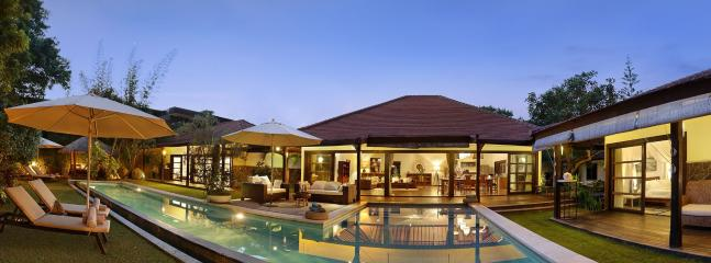 Bright Villa in Seminyak with Deck, sleeps 14 - Seminyak vacation rentals
