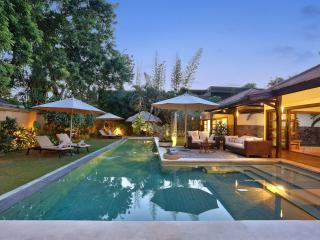 LUXURY! SEMINYAK HUGE POOL 4 BEDR VILLA NEAR BEACH - Seminyak vacation rentals