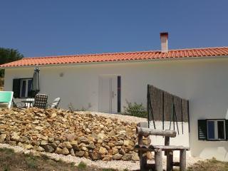 Beautiful 1 bedroom Vila de Rei House with Internet Access - Vila de Rei vacation rentals