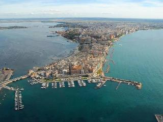 Sun & Sea apartment in city centre near waterfront - Taranto vacation rentals