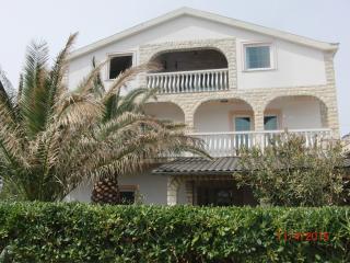 Apartman Stojanovic mit Garten - Vir vacation rentals