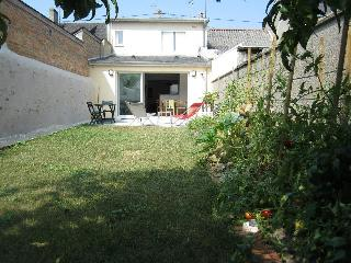 Nice 2 bedroom La Flèche Townhouse with Internet Access - La Flèche vacation rentals