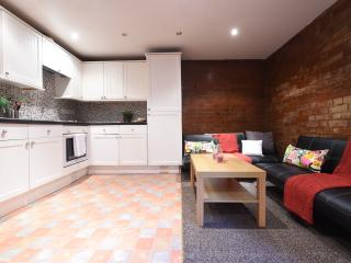 Beautiful 3 bedroom Manchester Apartment with Internet Access - Manchester vacation rentals