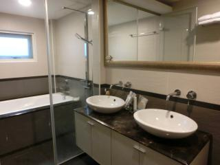 3-storey House in Metropolitan TPE! MRT NgtMkt 101 - Taipei vacation rentals