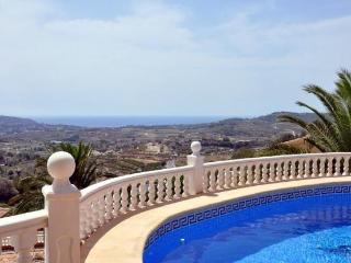 Comfortable 4 bedroom Chalet in Moraira with Internet Access - Moraira vacation rentals