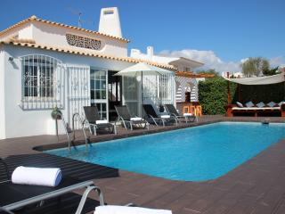 VILLA OURA BEACH - Albufeira vacation rentals