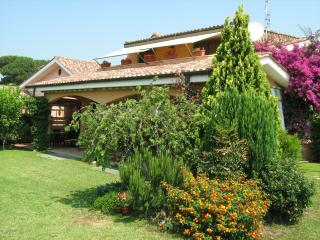 4 bedroom B&B with DVD Player in Pomezia - Pomezia vacation rentals