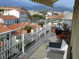 attico con terrazza - Viareggio vacation rentals