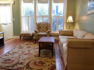 Sunny & Cozy 2 bdrm Duplex, Jamaica Plain, Boston - Greater Boston vacation rentals