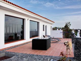 Luxury villa for up to 4 on Tenerife's west coast - Tenerife vacation rentals