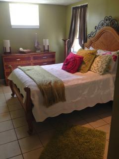 Cozy Cottage in Vilano Beach with Deck, sleeps 6 - Vilano Beach vacation rentals