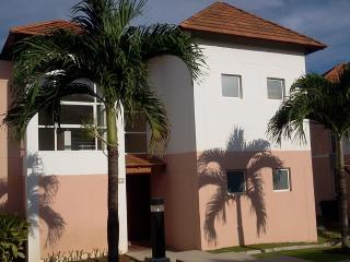 Townhouse in Decameron, Farallon beach - Farallon vacation rentals