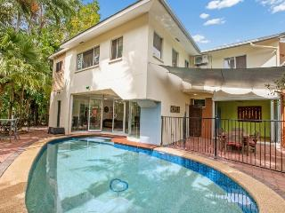 Gorgeous 4 bedroom Townhouse in Darwin - Darwin vacation rentals