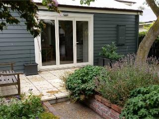 Lovely Cottage with Deck and Dishwasher - Christchurch vacation rentals
