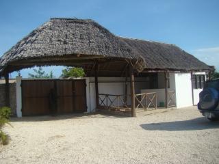 Cozy Villa in Marumbi with Deck, sleeps 6 - Marumbi vacation rentals