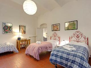 Modern and Spacious Apartment in S.Marco district - Florence vacation rentals