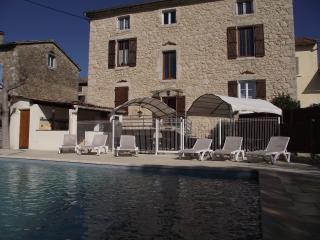 LE MAS DES ARCHES avec piscine - Beaume - Vallon-Pont-d'Arc vacation rentals