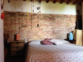 Your sweet apartment in Tuscany - Legoli vacation rentals