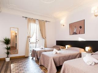 City Center Apt 5BR/2BAfor 12 by Las Ramblas, Plaza Catalunya, Paseo de Gracia - Barcelona vacation rentals