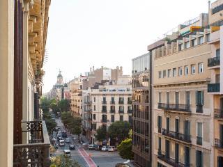 City Center Apt 5BR/2BAfor 12 by Las Ramblas, Plaza Catalunya, Paseo de Gracia - Barcelona vacation rentals