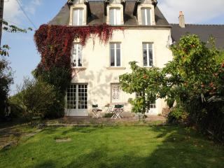 Nice House with Internet Access and Satellite Or Cable TV - Commes vacation rentals