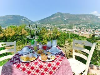 Nice B&B with Deck and Internet Access - Caprino Veronese vacation rentals