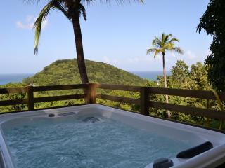AZUR, bungalow spa privé vue mer - Deshaies vacation rentals